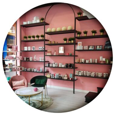 Imagen del interior de la tienda física de maquillarte